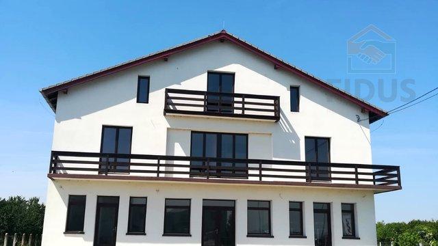 Stambeno-poslovna zgrada s okućnicom - Tenja