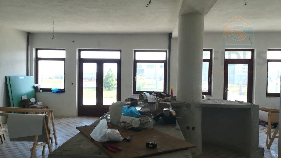 House, 600 m2, For Sale, Osijek - Tenja