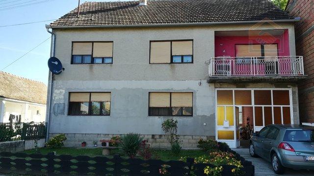 Obiteljska kuća na 2 etaže s velikom okućnicom - Tenja