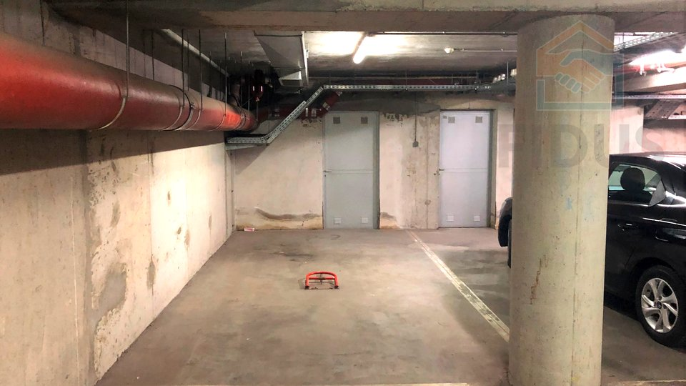 Garage, 18 m2, Vendita, Osijek - Donji grad