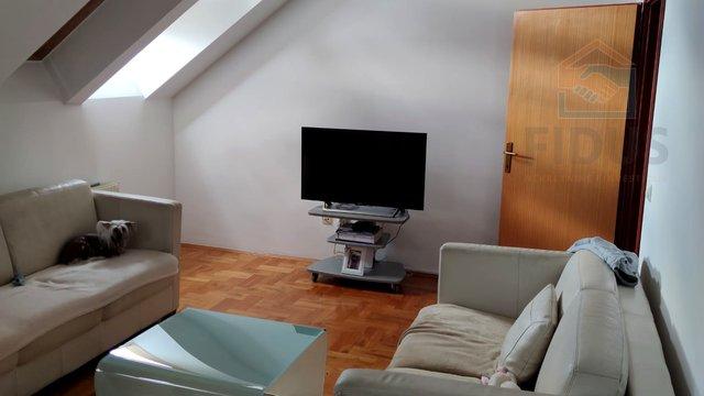 Četverosoban stan s uređenim potkrovljem - centar Osijeka