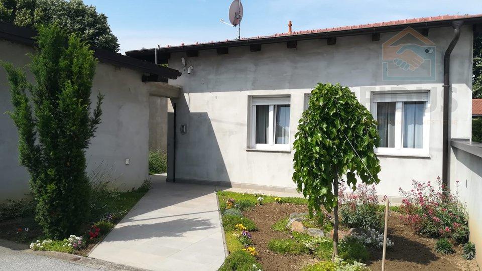 Atraktivna obiteljska kuća s dvorištem - Retfala