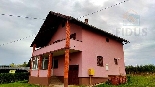 Obiteljska kuća s velikom okućnicom - Bektež