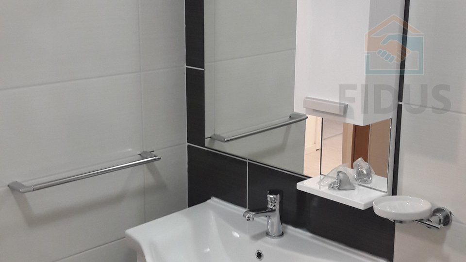 Appartamento, 65 m2, Affitto, Osijek - Gornji grad