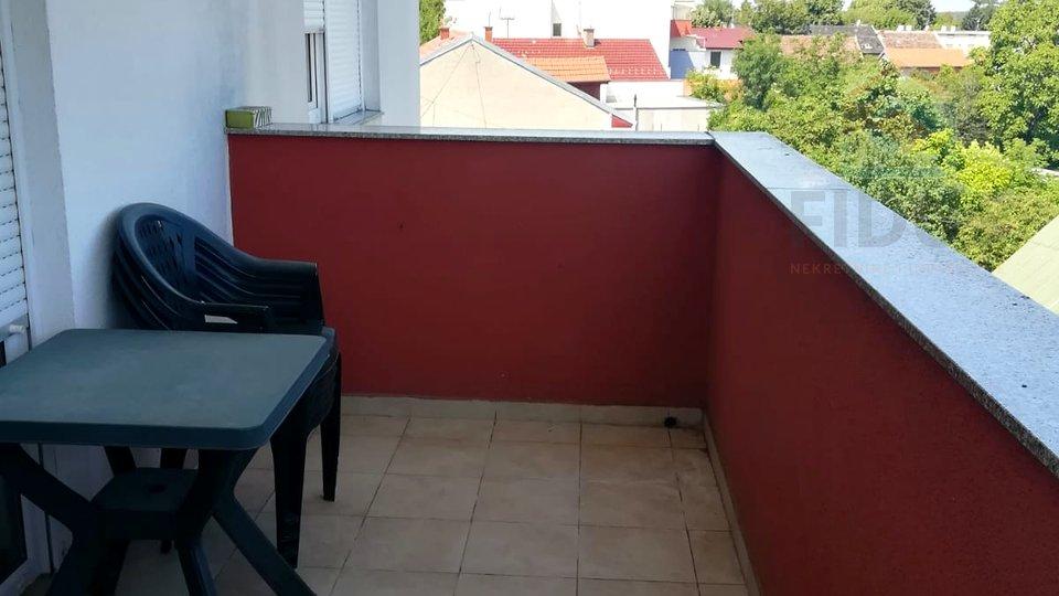 Trosoban stan s parkingom- širi centar Osijeka