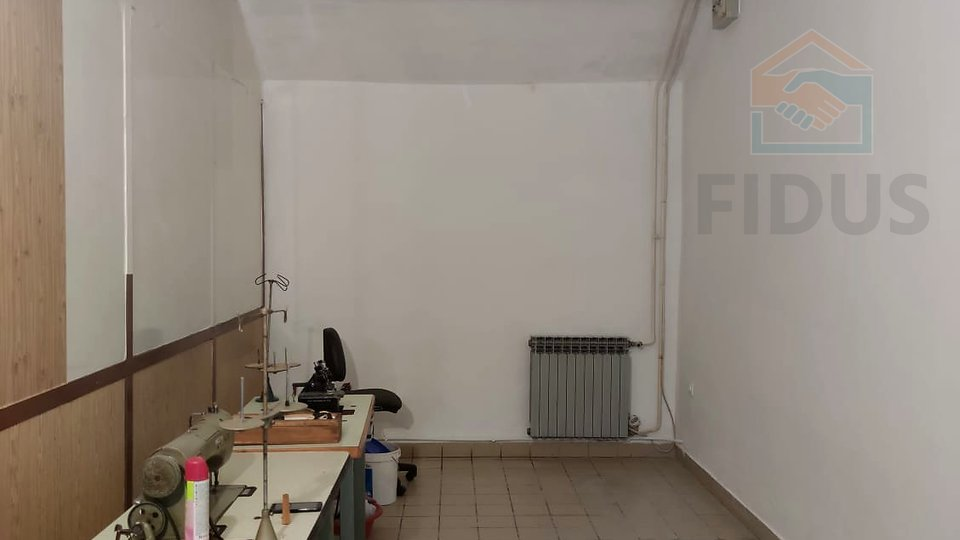 Commercial Property, 18 m2, For Rent, Osijek - Gornji grad