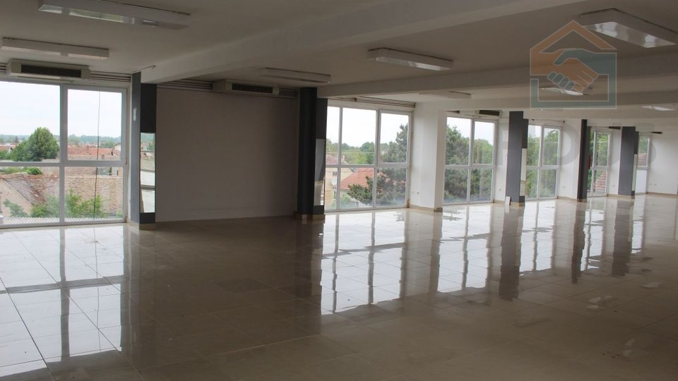 Poslovni prostor - centar Belog Manastira