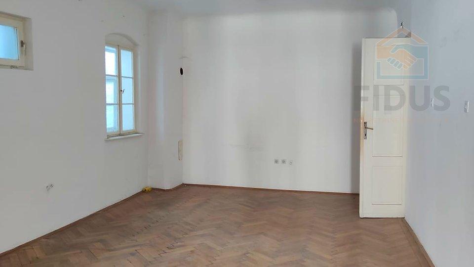 Četverosoban stan - strogi centar Osijeka